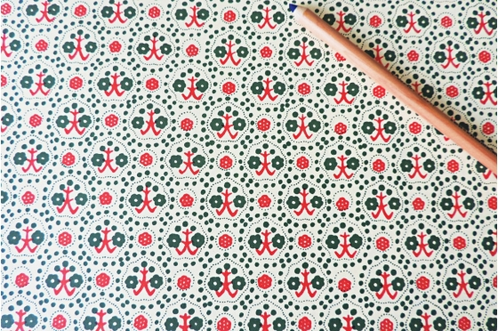 Papier florentin - fleurs vertes et rouges grimpantes