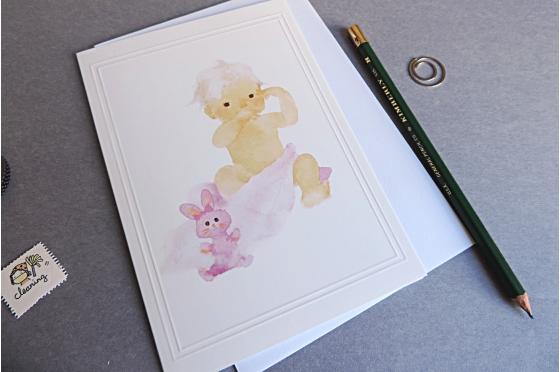 Bébé et lapin rose