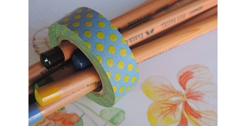 masking-tape deco© pois jaune sur fond bleu