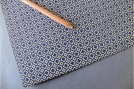 Papier florentin - carreaux & trèfles bleus