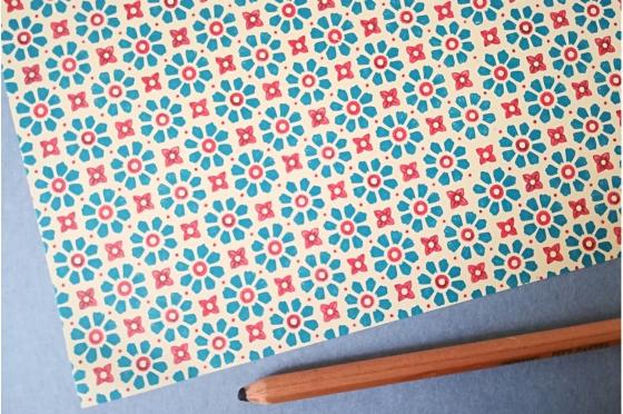 Papier florentin - fleurs bleu & rouge